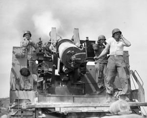 KOREAN WAR: ARTILLERYMEN. U.S. artillerymen firing an eight-inch self-propelled gun